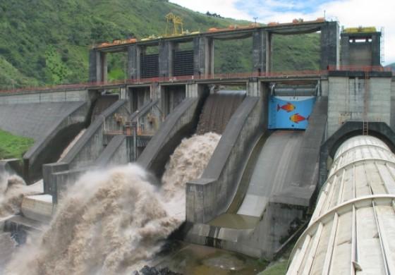 """Viitura pe Dunare. Hidroelectrica vinde curent la pret de """"eolieni"""""""