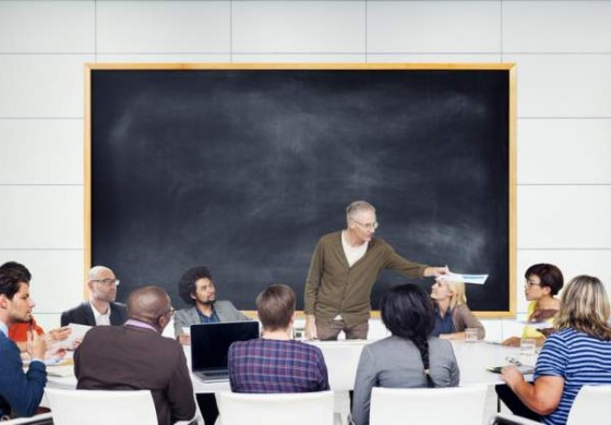 Cursuri de calificare GRATUITE: cum te poti specializa in meseriile de contabil, bucatar sau inspector resurse umane
