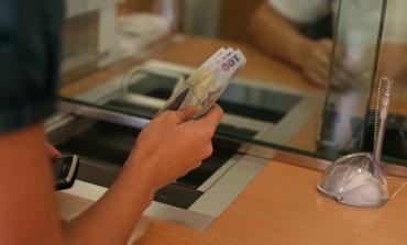 """Ai 5.000 de lei si vrei sa ii depui un an la banca. Care ar fi cea mai """"profitabila"""" alegere?"""