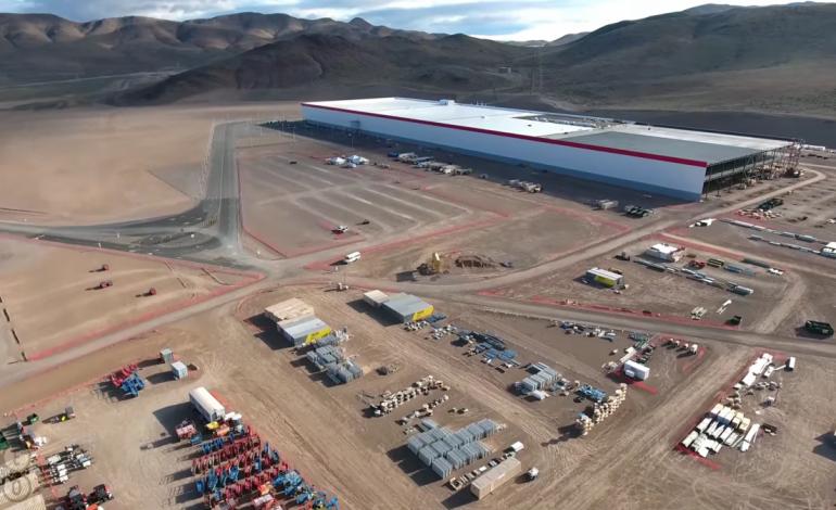 Tesla Gigafactory, cea mai mare fabrica din lume care se construieste in desert