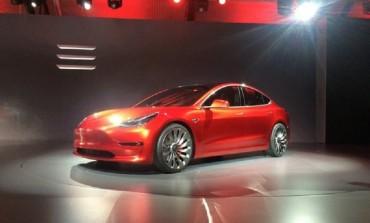 Producatorul american de automobile electrice Tesla a dezvaluit noul sau Sedan Model 3