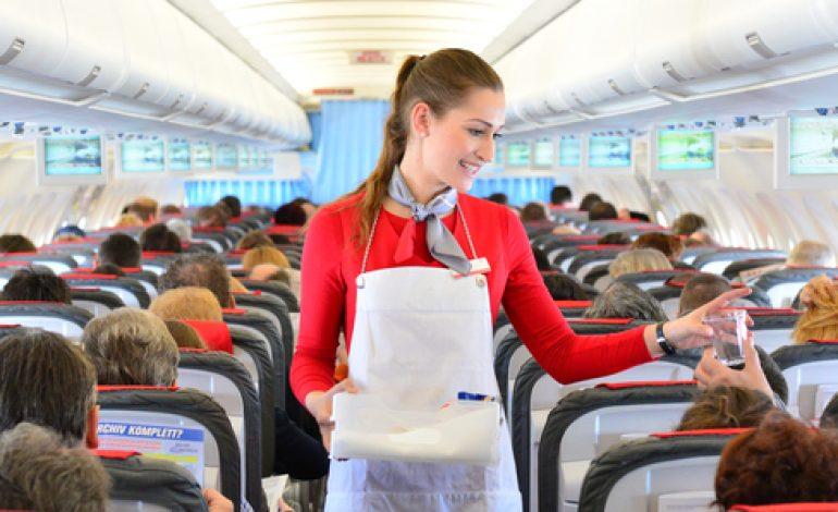 10 lucruri pe care nu stiai ca le poti cere in avion