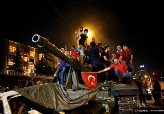 """Bursa din Turcia scade cu peste 4%, dupa ce Moody's a coborat rating-ul tarii la """"junk"""""""
