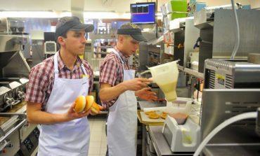 McDonald's si KFC fac angajari. Ce salariu poti castiga fara experienta sau studii superioare