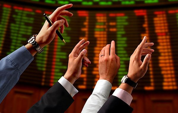 Cum poţi transforma o criză financiară în oportunitate de investiţii: Strategia achizițiilor de obligaţiuni corporate la reducere