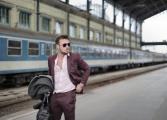 Cum porți pantalonii eleganți? Bărbați celebri oferă lecții de stil