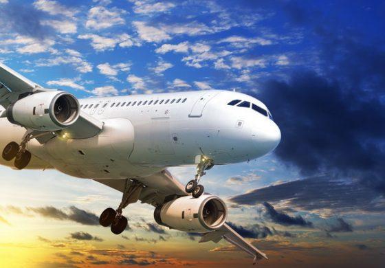 Milenialii și generația X, principalul motor al cererii de călătorii aeriene în următoarele 12 luni