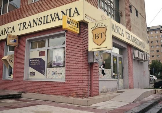 Jocul pe actiunile Banca Transilvania i-a adus SIF Moldova un castig de 25 milioane de lei in primul trimestru, cel mai mare dintre SIF-uri