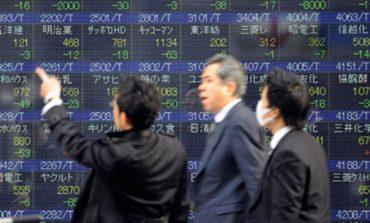 Macel pe bursele asiatice: Piata de tranzactionare din Japonia scade puternic, in urma temerilor legate de politica Bancii Centrale, in timp ce yen-ul se apreciaza la maximul ultimelor 18 luni