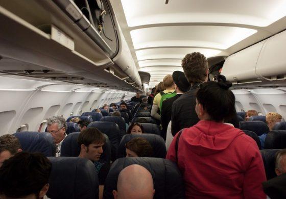 Cele mai ieftine bilete de avion sunt rezervate cu 56 de zile inainte de data plecarii. Ce zi este cea mai ieftina