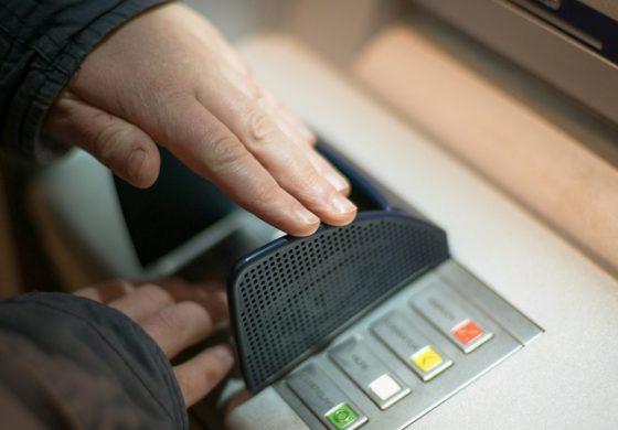 Black Friday la bănci. Ce oferte sunt disponibile la Banca Transilvania și Unicredit