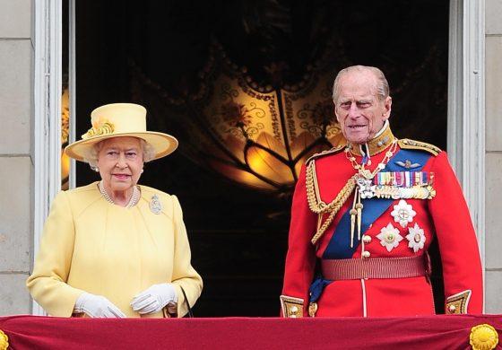 Prinţul Philip, cel care a renunţat la Grecia şi la o carieră în marină pentru a rămane în umbră, în spatele Reginei Elisabeta a II-a, a murit la 99 de ani
